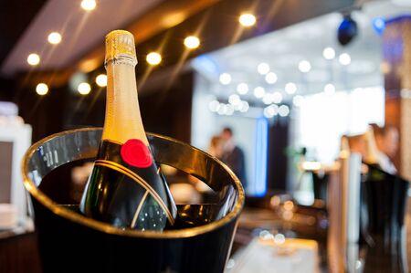パーティーでバケツでシャンパン 写真素材