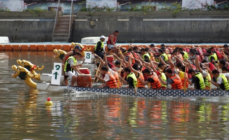 KAOHSIUNG, TAIWAN - JUNE 3: To celebrate the Duanwu Festival Kaohsiung City in Taiwan conducts international Dragon Boat races on the Love River on June 3, 2011 in Kaohsiung, Taiwan. Stock Photo - 9649404