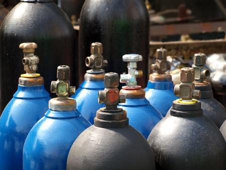 cilindro de gas: El acetileno y los tanques de almacenamiento de gas de acero para la soldadura
