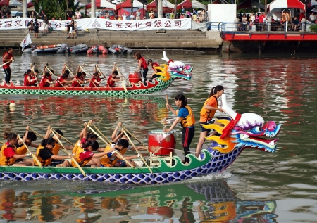 lifevest: KAOHSIUNG, TAIWAN - JUNE 23: Two unidentified teams compete in the 2012 Dragon Boat Races on the Love River on June 23, 2012 in Kaohsiung