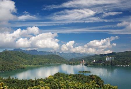 sol y luna: Una vista parcial de la hermosa Lago del Sol y la Luna en el centro de Taiwan