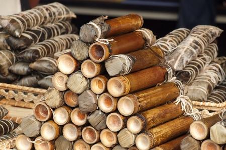 specialit�: Riso � cotto in tubi di bamb�, una specialit� di Taiwan nativo