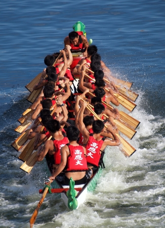 lifevest: KAOHSIUNG, TAIWAN - JUNE 11: The Science University  team competes in the 2013 Dragon Boat Races on the Love River on June 11, 2013 in Kaohsiung Editorial