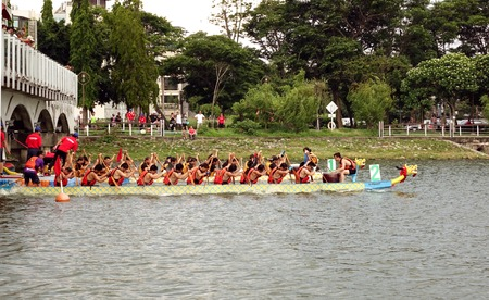 dragonboat: KAOHSIUNG, TAIWAN - MAY 25, 2014: Two unidentified teams compete in the 2014 Dragon Boat Races on the Lotus Lake.