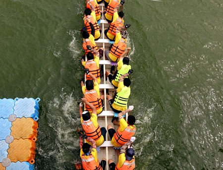 dragonboat: KAOHSIUNG, TAIWAN - MAY 25, 2014: An unidentified team competes in the 2014 Dragon Boat Races on the Lotus Lake.
