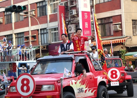 local 27: KAOHSIUNG, TAIWAN -- NOVEMBER 27, 2014: City council candidate Zeng Jun Jie parades through the streets in the run up to the local elections. Editorial