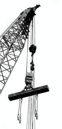 固体鋼桁を持ち上げる大型クレーンのアウトライン シルエット 写真素材 - 40232604