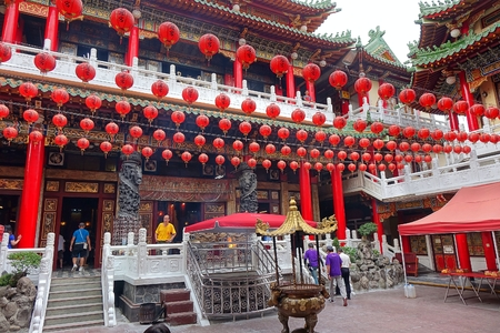 chinese courtyard: KAOHSIUNG, TAIWAN -- AUGUST 15, 2015: A view of the courtyard of the Sanfeng Temple, which is one of the oldest temples in Kaohsiung, dating back 300 years.