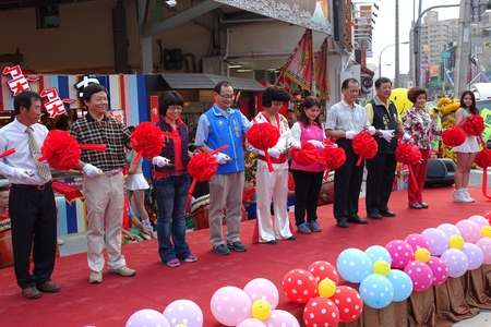politicians: KAOHSIUNG, TAIWAN -- NOVEMBER 20, 2015: Local politicians and businessmen perform the ribbon cutting ceremony at the opening of the Jiangguo Outdoor Market.