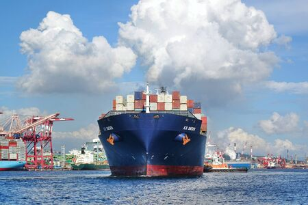 KAOHSIUNG, TAIWAN -- JUNE 2, 2019: A large container ship is getting ready to leave Kaohsiung Port. Redakční