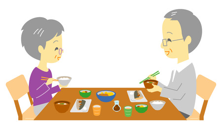 pareja comiendo: pareja senior en la cena, comida japonesa Foto de archivo