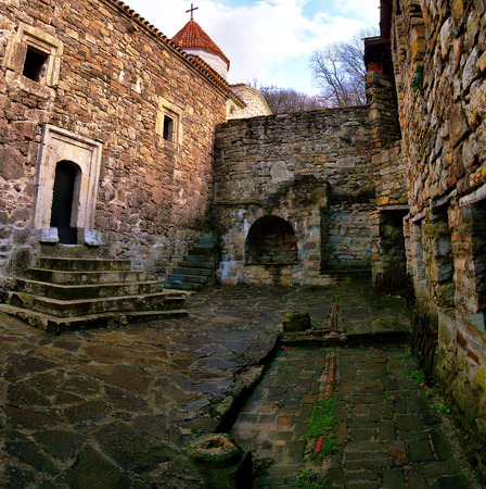 Church and courtyard of the Armenian monastery Surb Khach Crimea Banque d'images - 121452099