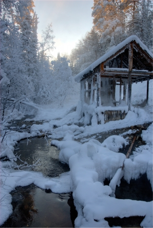summerhouse: Summerhouse on the forest creek in sunset  Cold winter view Stock Photo