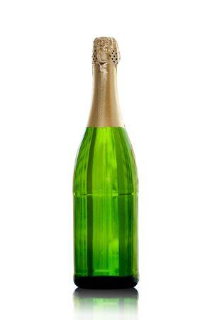 bouteille champagne: isol� bouteille de champagne avec la r�flexion