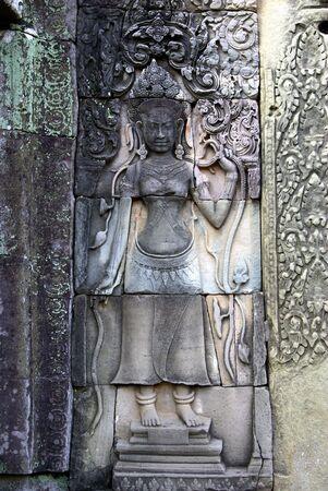 volute: Incisione su un tempio di Angkor