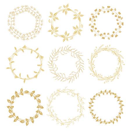 marcos redondos: Mano de oro elaborado marcos redondo floral con espacio para su texto sobre fondo blanco Vectores