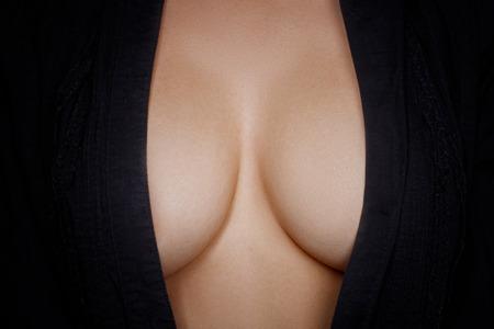 vrijen: Topless schoonheid vrouw lichaam die haar borst Stockfoto