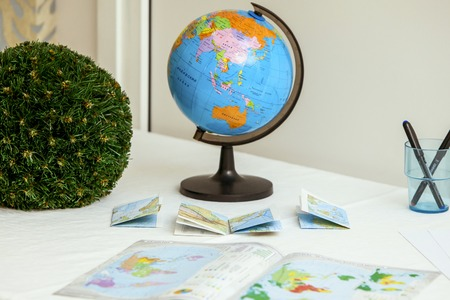 Exemplar: Vintage school globe and books on the table Stock Photo