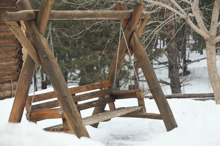 Photo wooden swing in the forest in winter