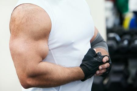 photo muscle bodybuilder on hand in glove Foto de archivo