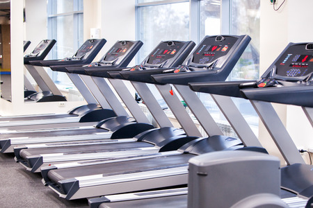 Photo Set of treadmills staying in line in the gym