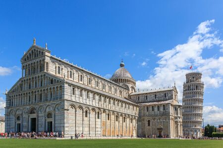 Piazza dei Miracoli mit dem schiefen Turm von Pisa und der Kathedrale Santa Maria Assunta, Toskana, Italien