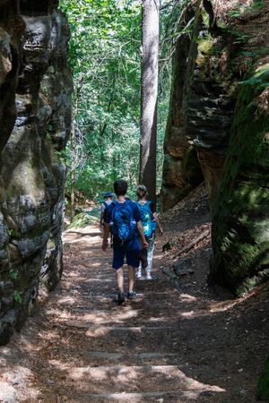 Hiking trail to the Sweden holes in the Elbe Sandstone Mountains in the Stok Fotoğraf