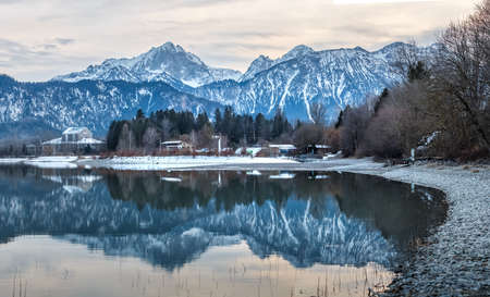 View from Forggensee to the Allgäu Alps 免版税图像