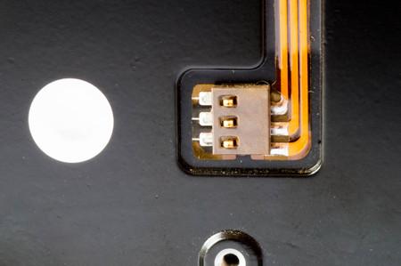 disco duro: De color naranja circuitos en la parte posterior de un disco duro Foto de archivo