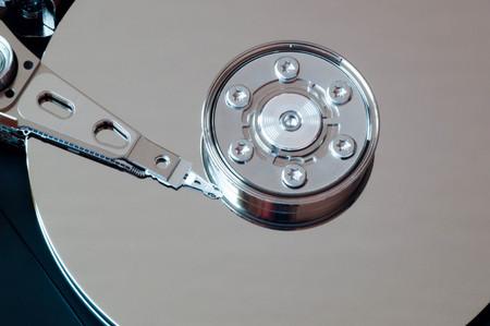 disco duro: disparo macro lateral de un disco duro abierto Foto de archivo
