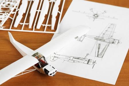 glue: Kit f�r die Montage wei�en Kunststoff Flugzeug Modell mit scheme