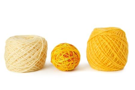 gamma: pensamiento de gamma amarillo en una fila, aislado