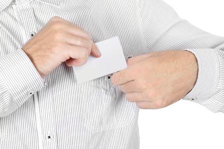 attach: Primer plano del hombre en camisa blanca adjuntar la tarjeta insignia aislados Foto de archivo