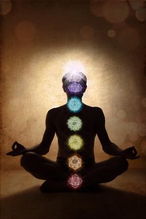 aura energy: Uomo di yoga nella posizione del loto con i simboli dei chakra Archivio Fotografico