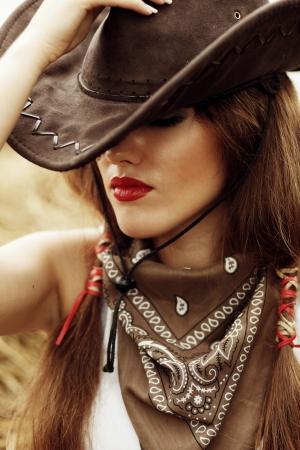 vaqueritas: Foto Hermosa vaquera en el establo Foto de archivo