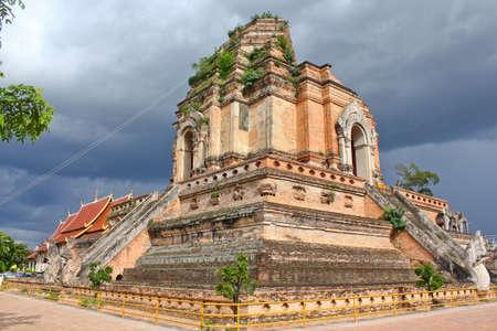 Ancient pagoda at Wat Jedeeluang