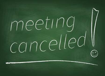 """Het bord waarop is geschreven in krijt """"Meeting geannuleerd"""""""