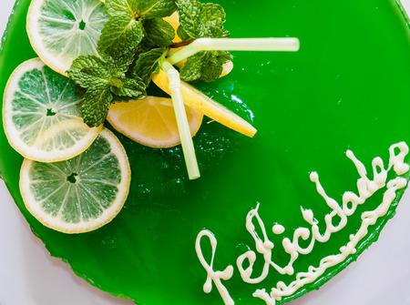 gelatina: Pastel de gelatina con mojito cal y menta