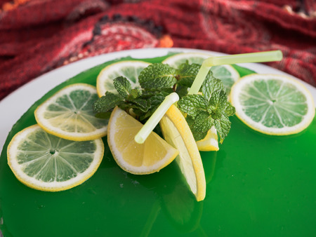 rum cake: Gelatin mojito cake with lime and peppermint