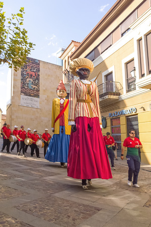 giants: Zamora, Spain - August 29, 2015: Giants and big heads Giants During the celebration of the Cultural Summer 2015 zamora, exhibition and parade, festival include costumed figures Known as Giants Giants and Big-Heads. Usually the giants are hollow figures se Editorial