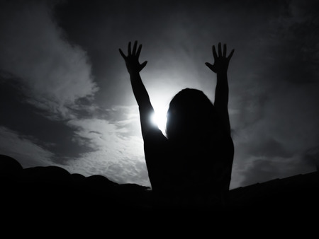 silueta humana: Silhouette of woman against full moon with hands up