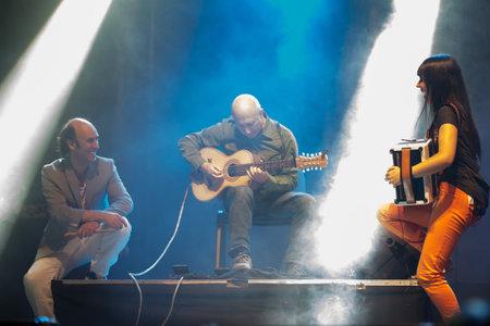Lubian, Spanien - 6. August 2016: Carlos Nunez tritt bei Festival Folk-Rock Nas Portelas in Lubian, Zamora, Spanien. Standard-Bild - 64679821