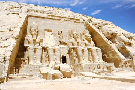 이집트의 아부 심벨 (Abu Simbel), 위대한 라메 세스 신전 2 세의 거상 스톡 콘텐츠
