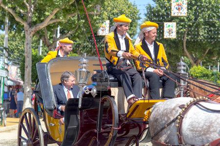 Sevilla, España - 02 de mayo de 2017: Caballos tradicionales de caballos celebrando la Feria de Abril de Sevilla. Foto de archivo - 78729456