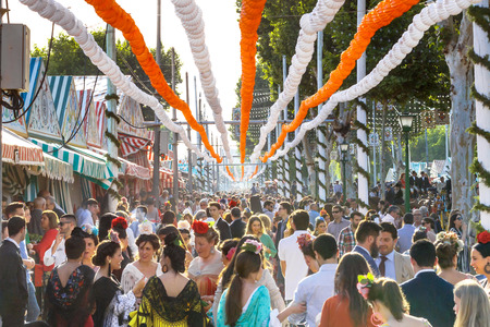 Seville, Spain - May 03, 2017: Crowd of people of all ages having fun and taking a walk at the Seville's April Fair. Foto de archivo - 97410408