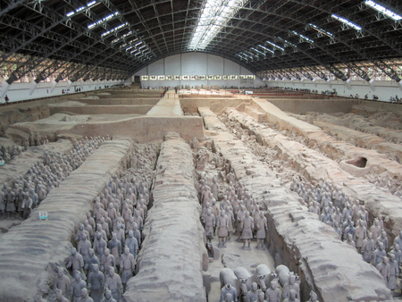 Les guerriers de l'armée de terre cuite sur la tombe du premier empereur de Chine à Xian. Banque d'images