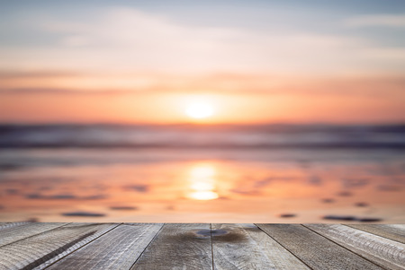Empty wooden table and beautiful ocean with sunset. Standard-Bild - 120541217
