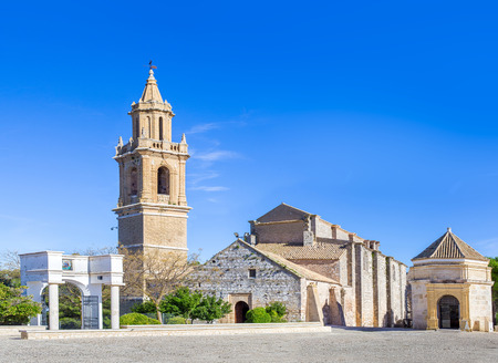 Church of Santa María la Mayor in Estepa, province of Seville. Standard-Bild - 121821059