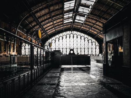 Top of old Seville railway Station. Interior architecture of Plaza de Armas old train station. Spain. Standard-Bild - 123061041