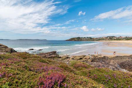 Summer in Montalvo beach. Sanxenxo. Tourism in Galicia. The most beautiful spots in Spain. 免版税图像